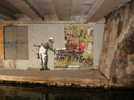 4200495166 59abc59135 450x337 Banksy vs Robbo (WRD We Rock Hard)